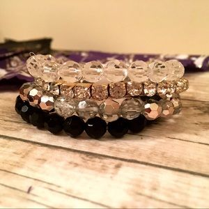 Jewelry - 🎉HP🎉Multicolor Beaded Stretch Stackable Bracelet